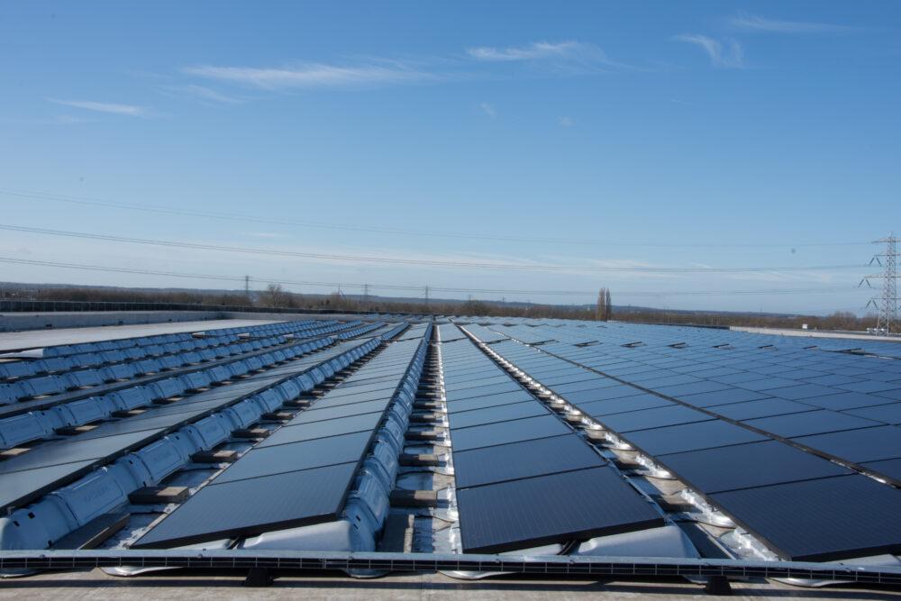 zonnepanelen plat dak